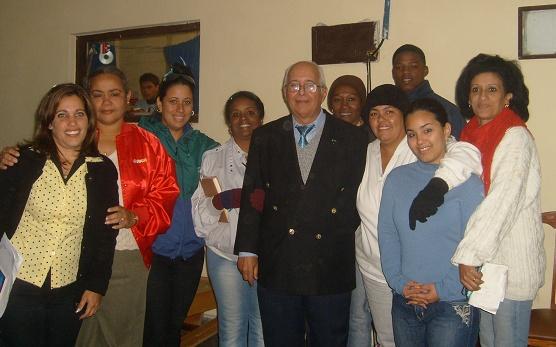 20100114000607-2uchaeidefdprofesores.jpg